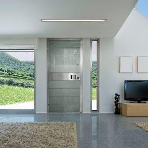 Γυάλινη πόρτα ασφαλείας Golden Door με επένδυση από γυαλί και πλαϊνά