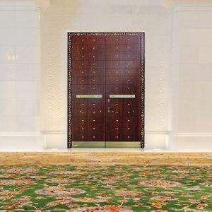 Πόρτα ασφαλείας Golden Door μασίφ με χρυσά διακοσμητικά
